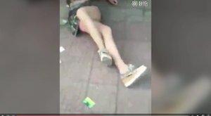 Brutális videó - A nyílt utcán verték vörösre a szeretőnek hitt nőt