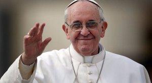 Hajléktalanokat visz strandolni a tengerpartra Ferenc pápa