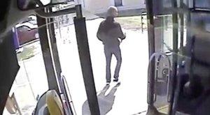 Előzetesbe került a 214-es busz sofőrére kést rántó férfi