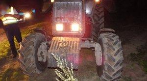 Lopott traktorral menekült a rendőrök elől