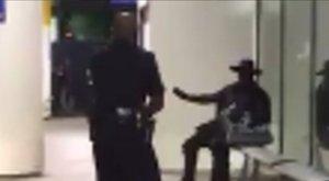 Pánik: Zorro-ruha és egy műanyag kard miatt zárták le a repülőteret – videó