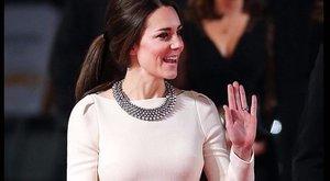 Mindenkit összezavarnak Katalin hercegné felemás öltözetei