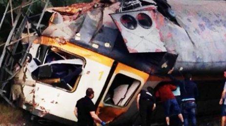 Borzalmas baleset: kisiklott egy személyvonat
