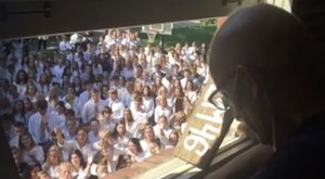Felemelő, mit tett ez a 400 diák tanáráért