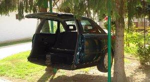 FÉRFI: Hintaágyat csinált az Audiból