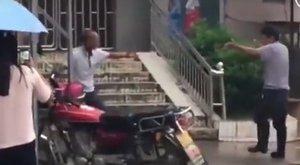 Gigászi utcaharc Kínából