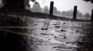 Brutál zuhé: bokáig állt az esővíz a szupermarketekben