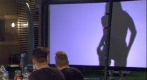Szexi árnyéktáncot lejtett a bevállalós VV Vivien
