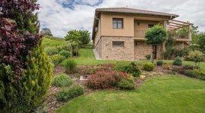 Balatonra néző óriás luxus ház normál áron?! Mi történik?