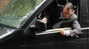 Titkolják, hány autóval jár Orbán