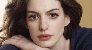 Divatból nem fogy Hathaway