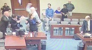 Fejbe akarta szúrniaz ügyészt a bíróságona pedofil