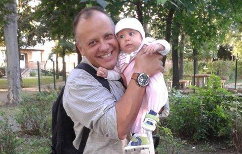 Nézze, milyen aranyos Damu Roland kislánya!