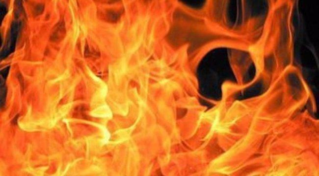Lángol egy bútorgyártó üzem csarnoka Herenden