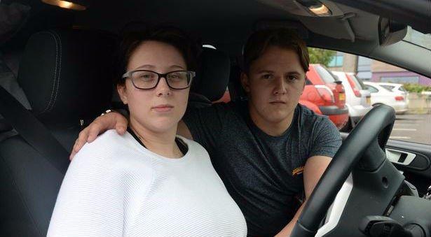 Autóban kell élnie a tini kismamának