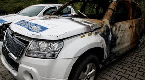 Itt a vissza nem térő lehetőség:190 ezer a kiégett rendőrautóért