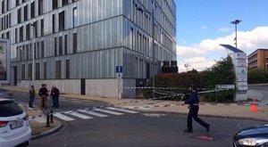 Késsel támadt egy férfi két rendőrre