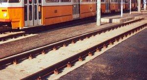 Horror Budapesten: a peron és a villamos lépcsője közé szorult a lába