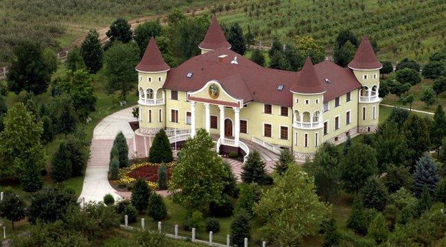 Elkelt végre Kádár János egykori sofőrjének csömöri kastélya?
