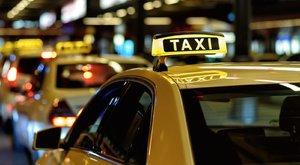 Milliókért taxiznak a képviselők