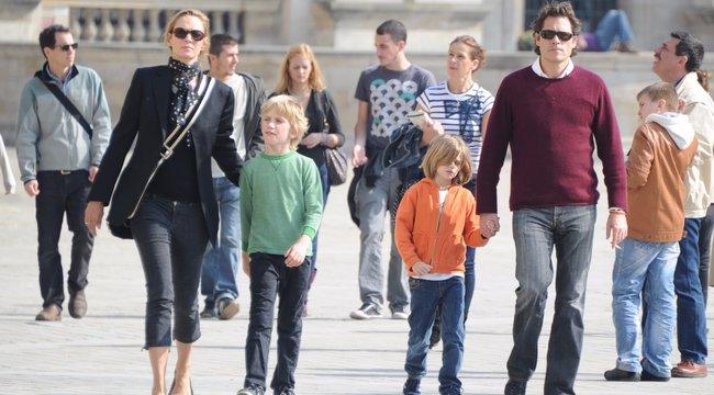 Uma Thurman eltiltotta a gyerekeiktől az apjukat