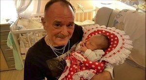 Ricsés pólyát kapott Nagy Feró unokája