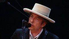 Bob Dylan még egy vállrándítással sem reagált a Nobel-díjra
