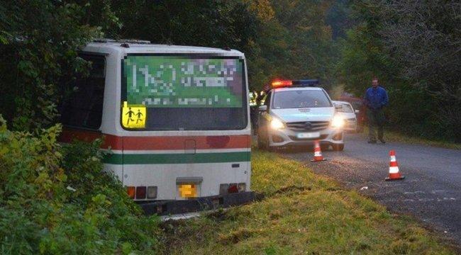 Egész nap ivott, majd 21 gyerekkel árokba hajtott a buszsofőr