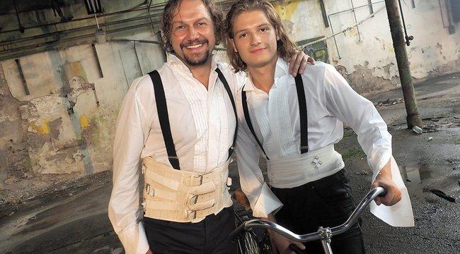 Apa-fia duett: Miller Zoltán saját gyermekével lép színpadra a Houdini musicalben