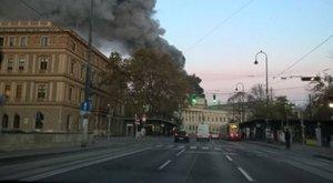 Kigyulladt az osztrák parlament