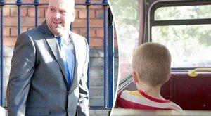 Kisfiút molesztált a buszon, képzeletbeli meleg ikertestvérét okolja miatta
