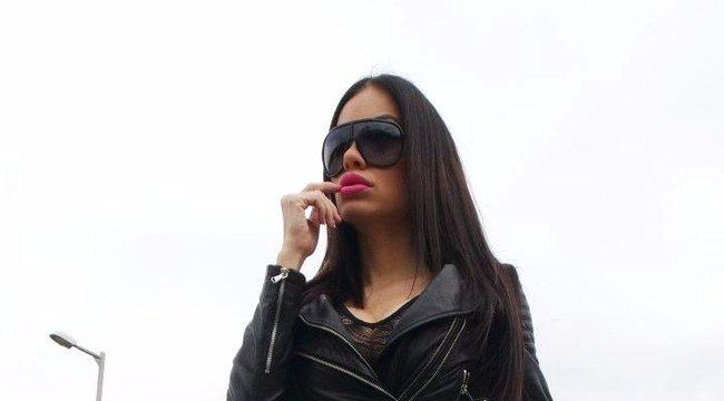 Motorháztetőn szexelt Voksán Virág