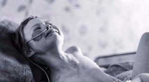Elhunyt az a kislány, aki megmutatta a világnak a rák igazi arcát