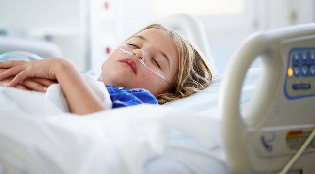 Háborognak a beteg gyerekek mesemondói