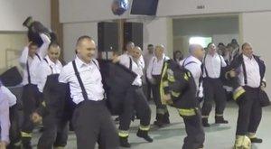 Védőöltözetben ropták a nyíregyházi tűzoltók