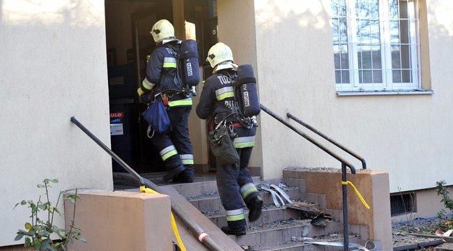 Paneltűz Budán: 15 embert mentettek ki a tűzoltók - fotók