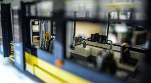 Tízezer darabból épített villamost Bence