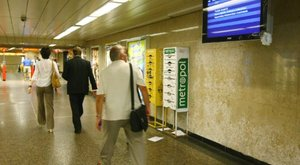 Nem jár a 2-es metró, káosz az Örs vezér terén – fotó