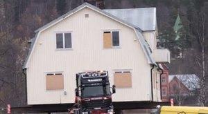 Kamionháton költöztetik házukat a svédek