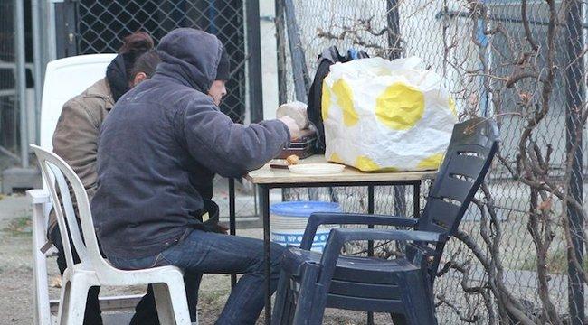 Hajléktalanok télen: életet menthet egy tetőcserép