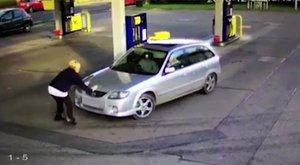 Elgázolt egy nőt, csak hogy megússzon egy kisebb lopást - videó