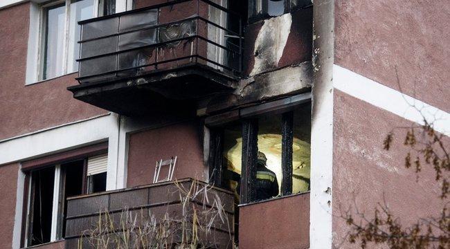 Lépcsőházban égő emberhez hívták a budapesti mentőket
