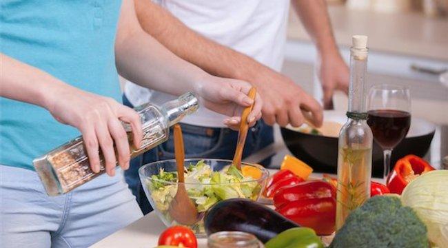13 háztartási tipp, mire jó az ecet a salátán kívül