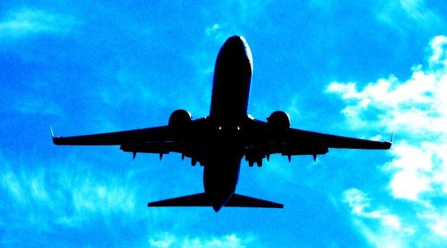 Oxigénpalackja miatt rángatták le a repülőről a halálos beteget