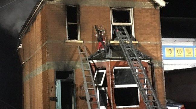 Pár méterre lakik a tűzoltóságtól az anya és lánya, mégis bentégtek a házban