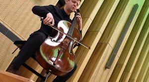Taxiban hagyták a magyar művész Stradivari-csellóját