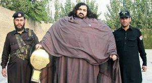 Pankrátorrá zabálja magát a pakisztáni