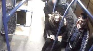 Kötekedtek, majd megütöttek egy nőt a buszon
