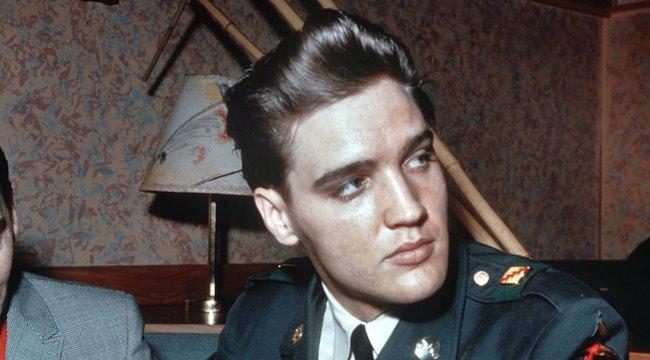 Ő lenne az öreg Elvis?