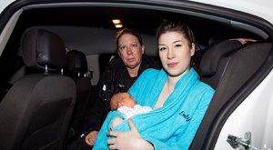 Pár méterre a kórháztól, egy rendőrautóban volt kénytelen szülni Emily
